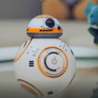 Игрушка дроид